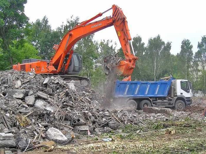 Мусора скапливается на строительной